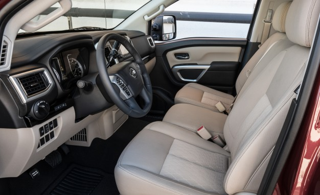 2017 Nissan Titan XD Regular Cab Interior