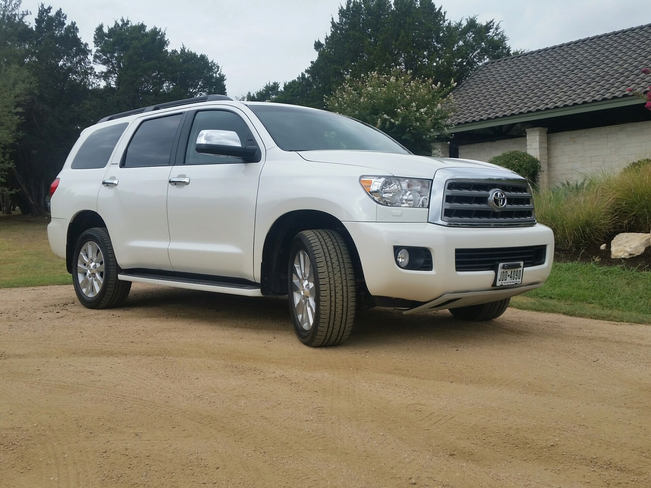 2017 toyota sequoia platinum 4x4 a right choice for a. Black Bedroom Furniture Sets. Home Design Ideas