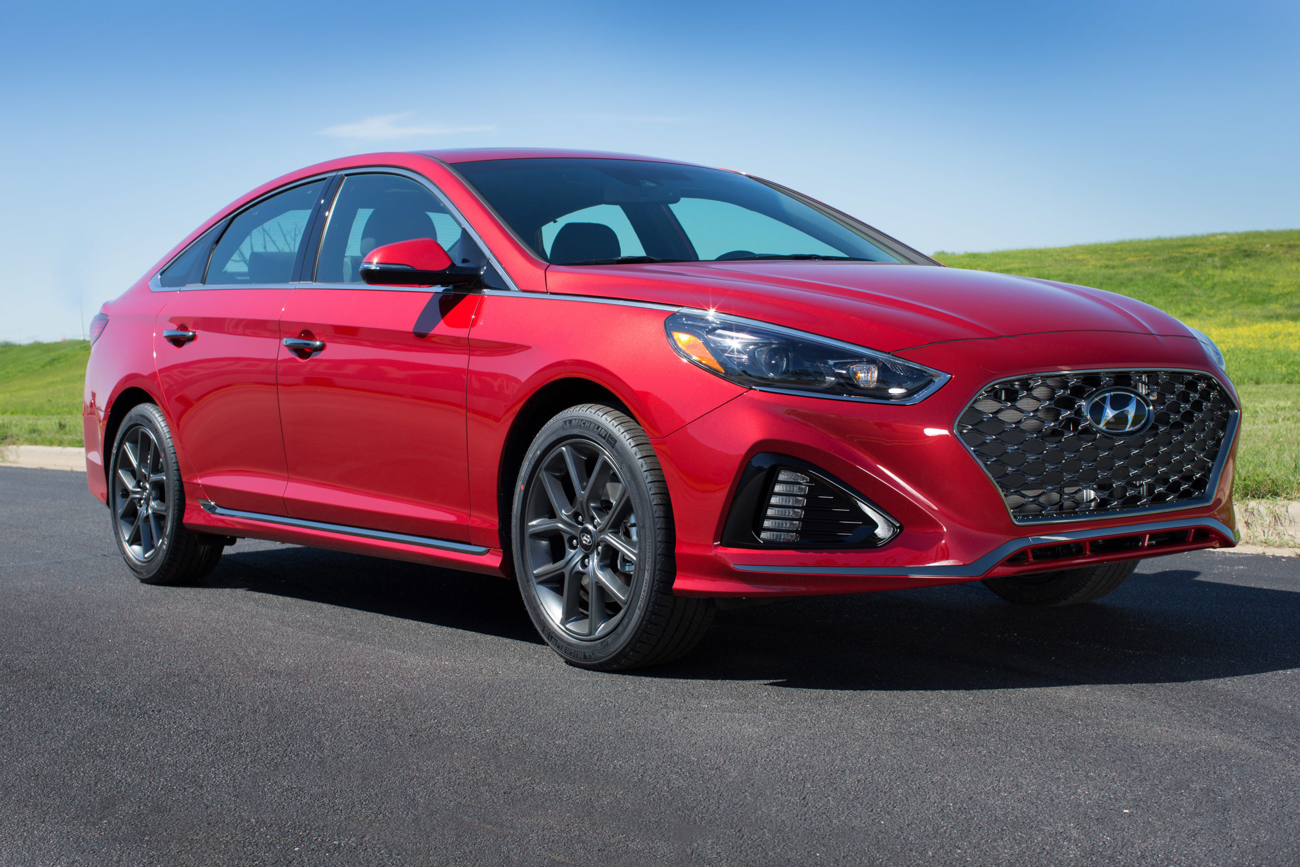 why drive the 2018 hyundai sonata limited in wheel time. Black Bedroom Furniture Sets. Home Design Ideas