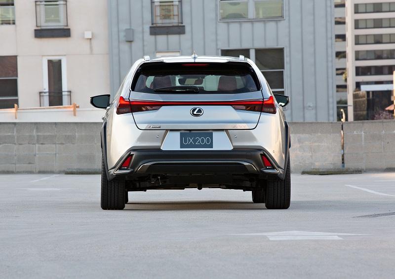 Lexus_UX200