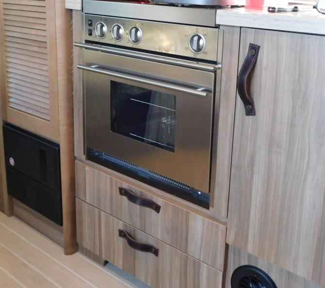 Airstream Tommy Bahama Edition LPG Oven