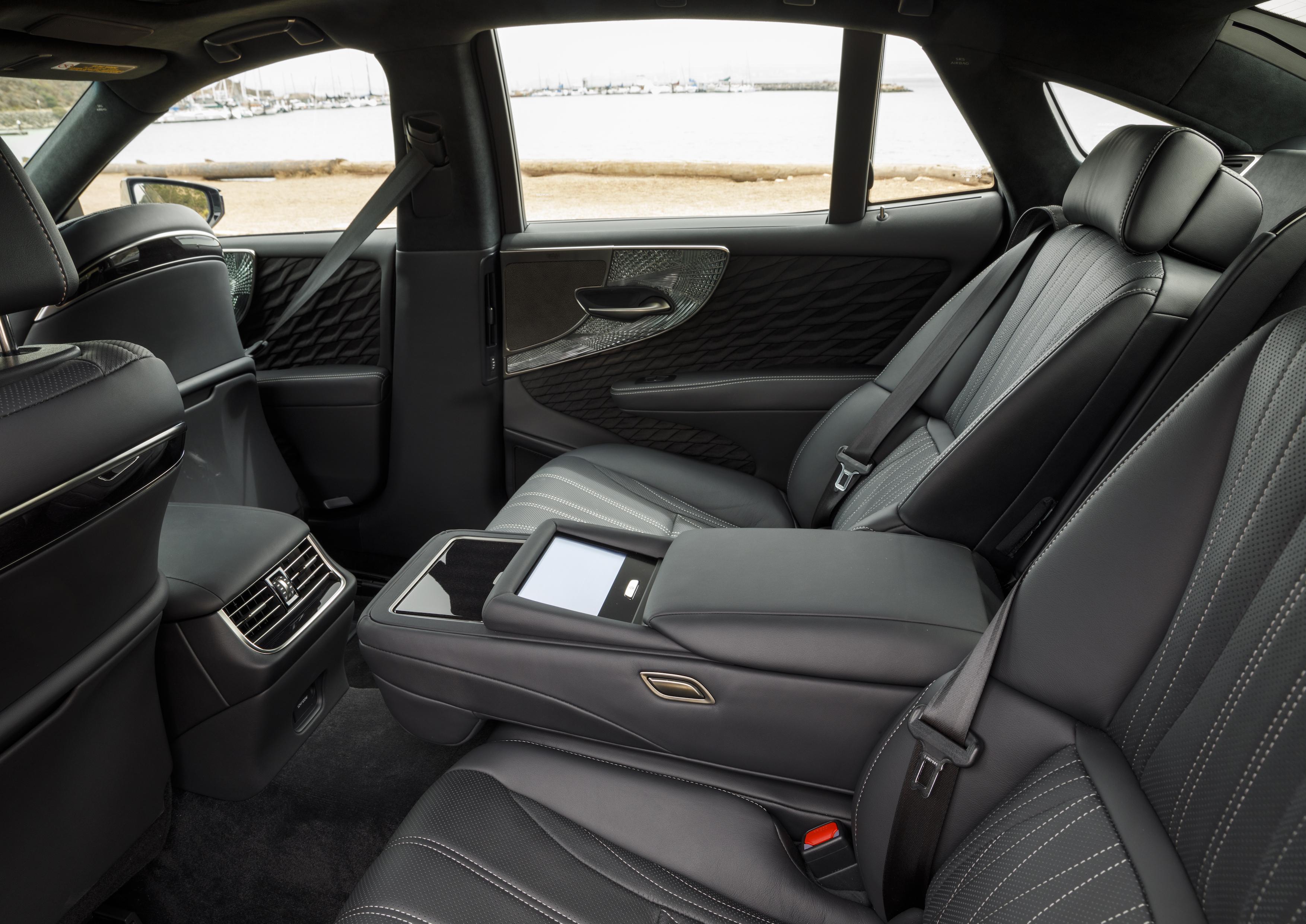 2018_Lexus_LS500h_